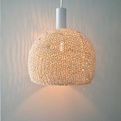 Neulottu lampunvarjostin