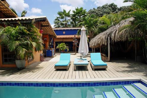 Swimmingpool and loungedeck