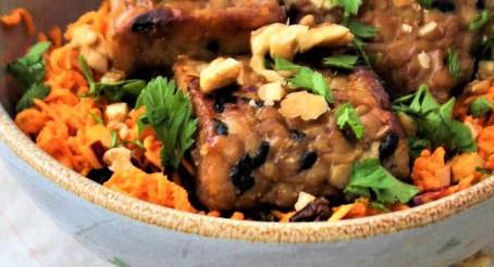 Salada vegana de cenoura, curry e tempeh