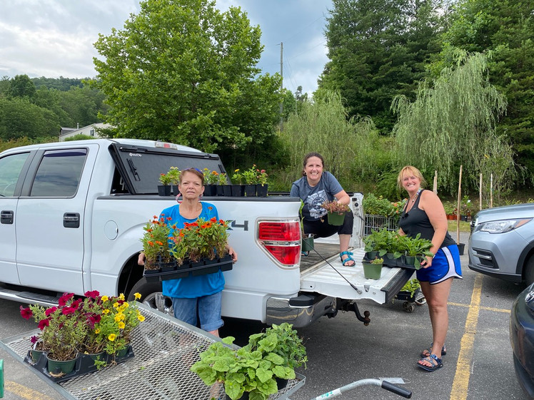 The West Marion Elementary School stocked up on great plants for educational and school beautification purposes!
