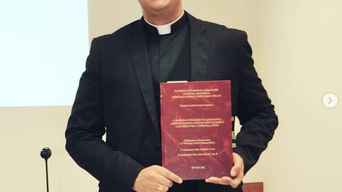 PE. DEIVIDE MARCKLAI RETORNA A DIOCESE DE PROPRIÁ APÓS A DEFESA DE SUA TESE DE DOUTORADO EM ROMA.