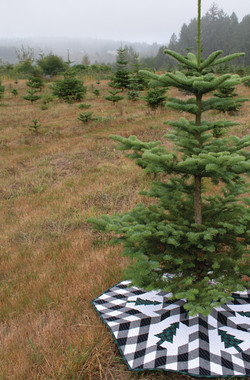 Buffalo Lodge Tree Skirt