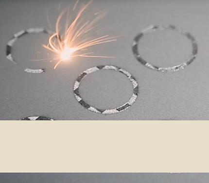 Metal 3D printer laser printing circles in powder