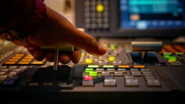 hands-on-dissolve-switcher-buttons-260nw