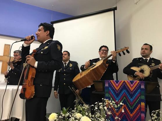"""La participación del grupo de mariachis """"Guardia Nacional de la Secretaría de Seguridad Pública de la Ciudad de México"""", fue el """"broche de oro"""" de la celebración."""