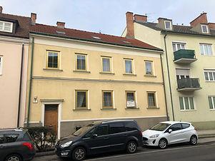 Zinshaus zu verkaufen in Wiener Neustadt. Wohnungen neben Bahnhof Wiener Neustadt.