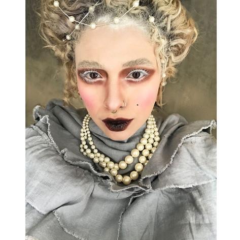 Full Face Elizabethan Look
