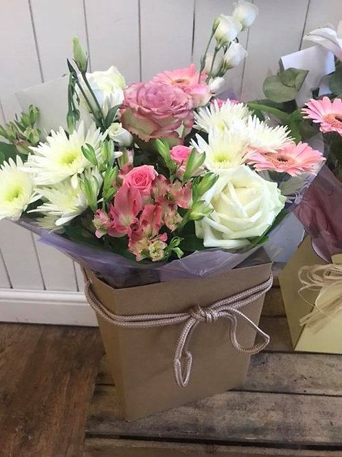 MEDIUM Florists Choice Gift Bouquet In Water