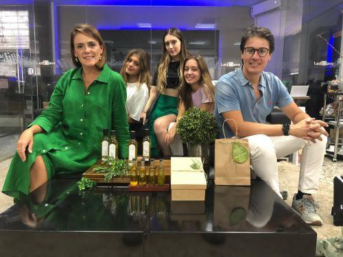 Izabella e a filha Emanuela; Isadora e Yasmin com o pai Tiago abriram a Mai. Azeites
