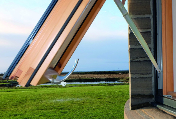 AluWood-aluminium-and-timber-hybrid-wind