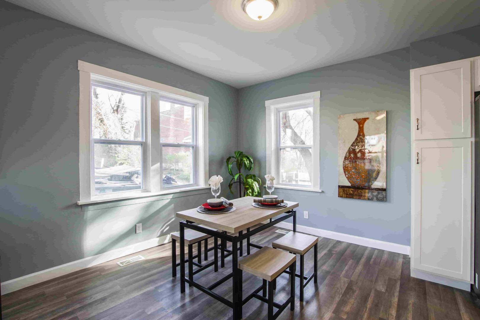 ceiling-daylight-dining-room-1663264-min