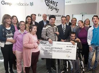 Grandes Ilusiones entrega 43.770 € a ASTRAPACE obtenidos en el IV Festival de Magia Solidaria de Mur