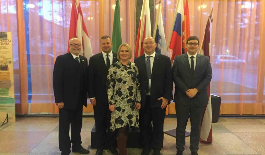 Výbor pro obranu v Litvě a v Lotyšsku