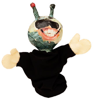 Dede puppet Alien enjoying life