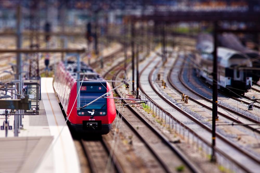 Aunque la escala N es de las más pequeñas de modelismo ferroviario (sólo superada por la Z), el nivel de realismo puede ser muy grande y equiparable al de H0. Foto: frankallanhansen