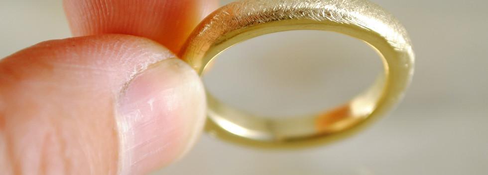 14 carats gold ring.