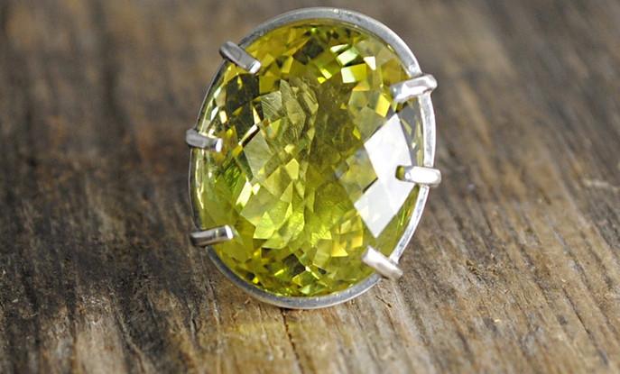 Silver ring with lemon quartz.