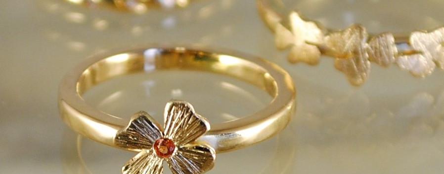 14 carats gold rings.