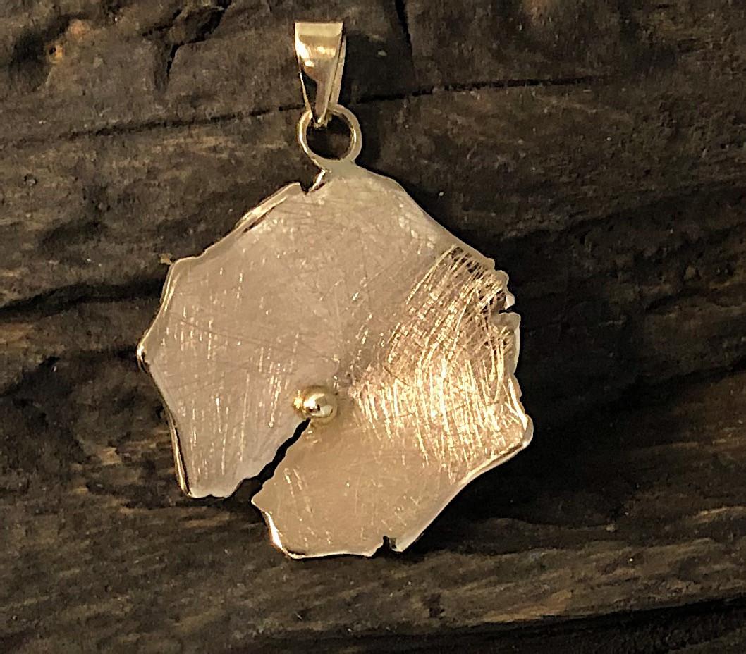 14 carats gold pendant.