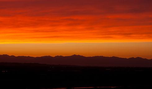 Ikeda_and_Hidaka_Mountains_at_sunset.jpg