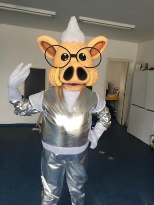 Mascote Porquinho espacial