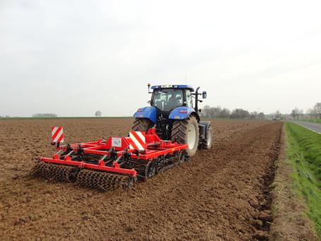 TP préparation de sol , semis betterave et révision des matériels.