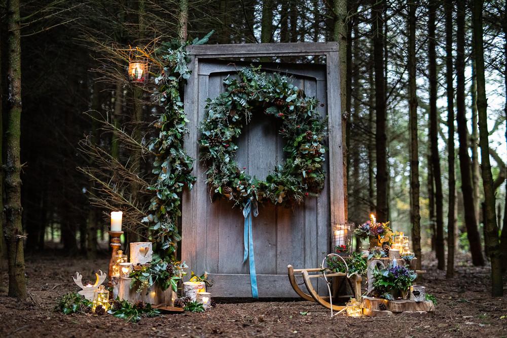 630A0675 Wreath Door Woods.jpg