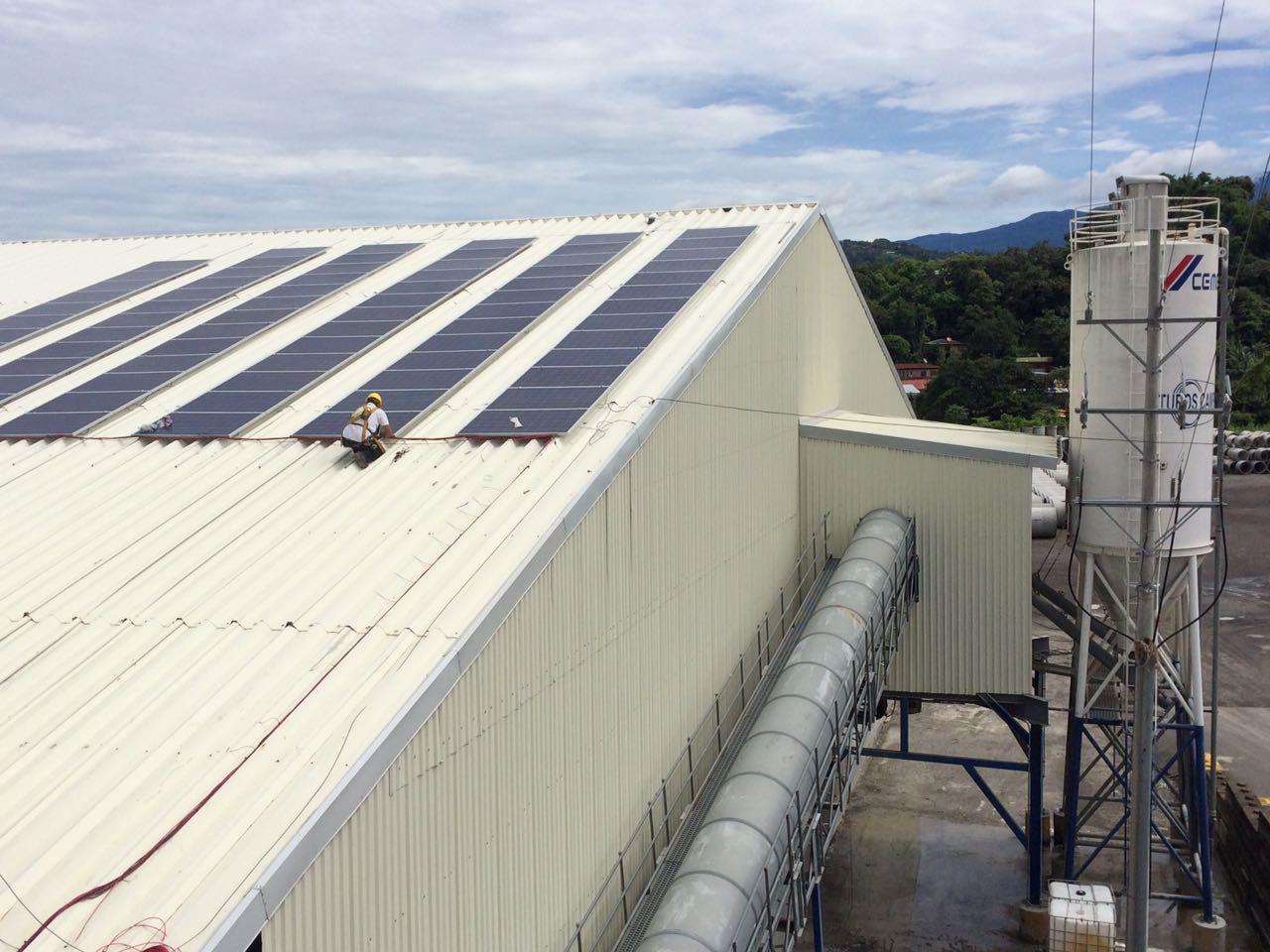 Colocación de Paneles Solares.