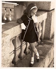 Modello Bambina Collezione vestitino.tif