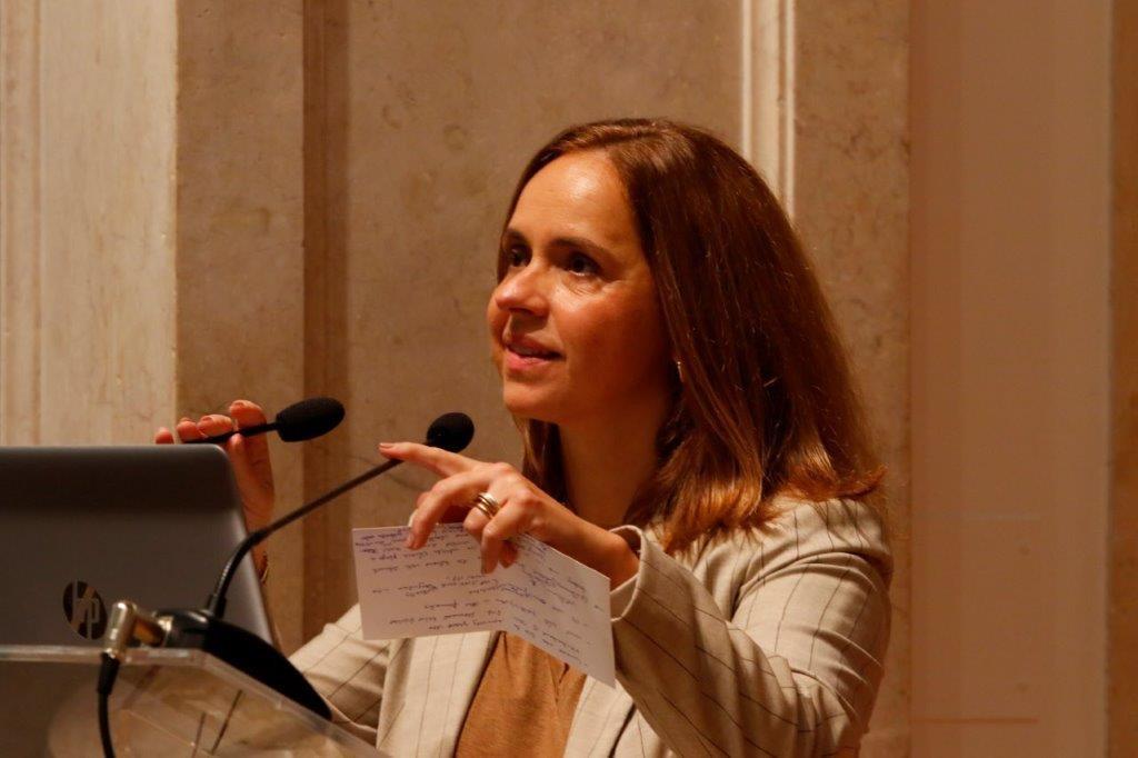 Profª Clara Raposo 1.jpg