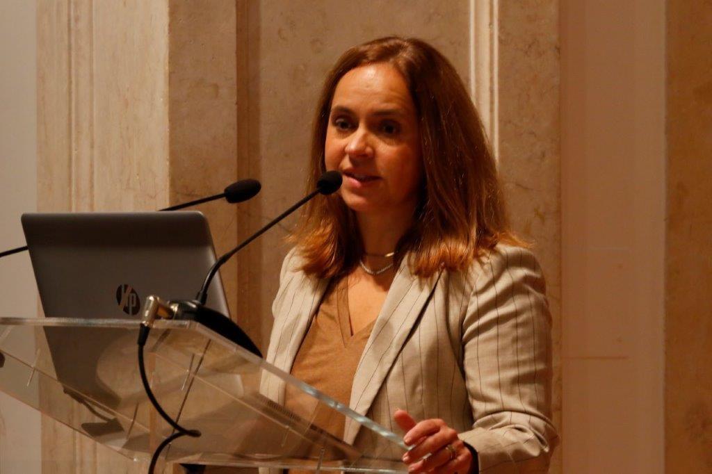 Profª Clara Raposo 2.jpg