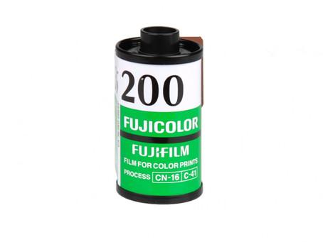 Reviewing the Fujicolor C200 film stock.