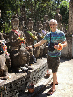 Homestay guest Paul enjoying a painting holiday in Thailand  002