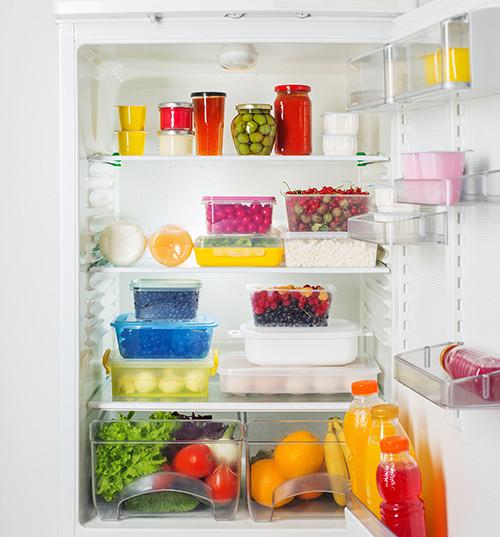 Como devo organizar minha geladeira