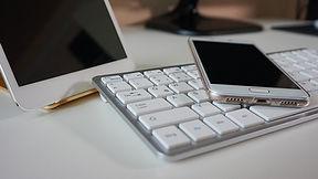 smartphone-2471545_1920.jpg