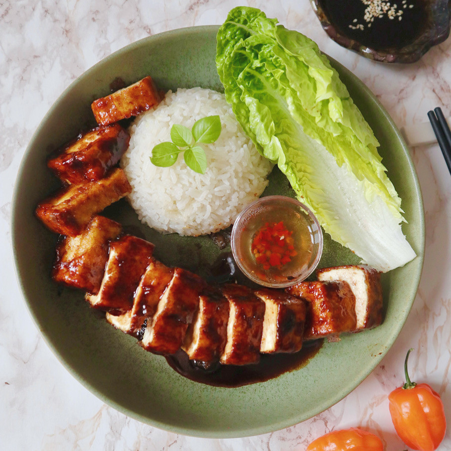 What recipe to make with tofu? What to cook with tofu? A vegan version of Cantonese Char-Siu tofu, simple, nutritious and delicious.
