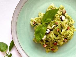 Veganské těstoviny s brokolicí a pestem z lískových ořechů