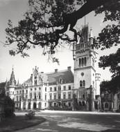 Pałac_Schaffgotschów_w_Kopicach_-_strona_zachodnia.jpg