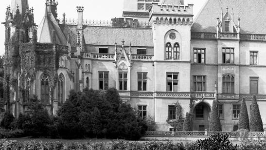 Fasada_wschodnia_pałacu_w_Kopicach_1930.jpg