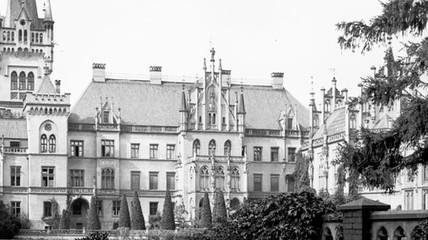 Fasada_strony_wschodniej_pałacu_w_Kopicach.jpg