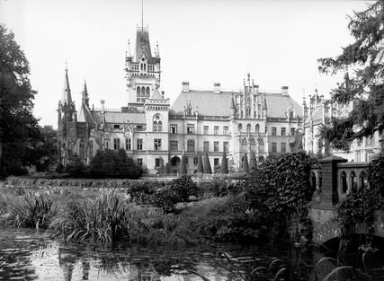 Pałac_w_Kopicach_strona_od_strony_wschodniej.jpg