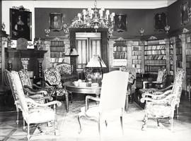 Pałacowa biblioteka.
