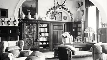 Pałac w Kopicach i gabinet hrabiego Hansa Ulricha. Hrabia wedle rodzinnej tradycji, podobnie jak jego dziad byl zapalonym myśliwym.