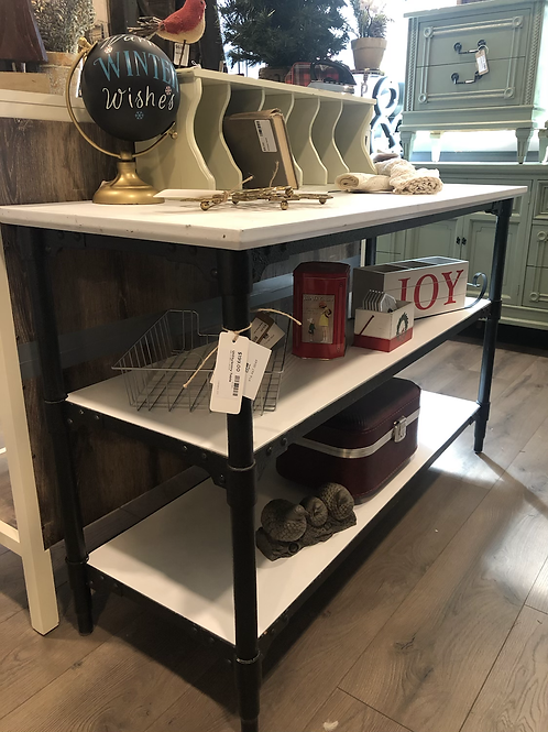 Entry shelf