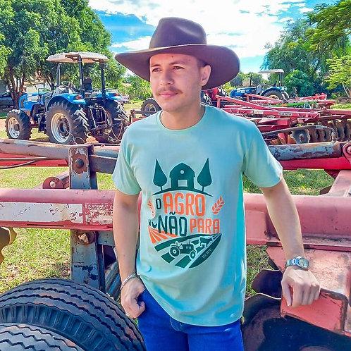 """T-shirt Masculina """"O Agro Não Pára"""