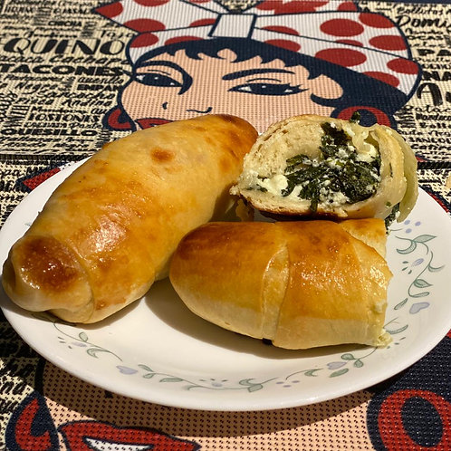 Cachito with feta cheese and spinach