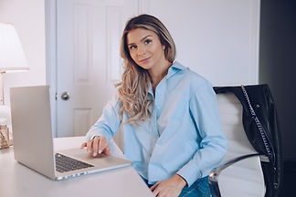 business-woman-with-laptop.jpg