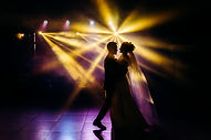 The first dance of the newlyweds. Laser