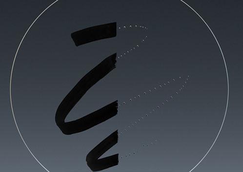 前組鏡片fluorine氟塗層 全新設計的騰龍鏡頭前組鏡片加入具防護功能的fluorine氟塗層,使鏡片更易清理,同時具備防油污及防水滴等多種不同特性,不會影響鏡頭入光率, fluorine氟塗層的引入使鏡頭使鏡頭保養更容易,長時間使用效果更好