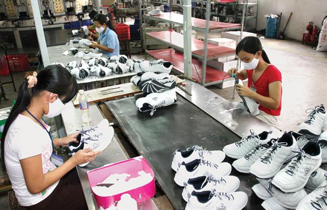 Xuất khẩu hàng hóa tiếp tục khởi sắc trong khó khăn - Ảnh 2.